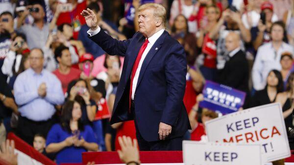 Президент США Дональд Трамп на встрече с избирателями