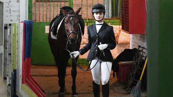 Спортсменка перед выступлением на соревнованиях
