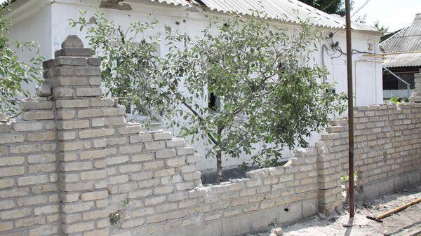 Дом в Петровском районе Донецка, попавший под артиллерийский обстрел ВСУ