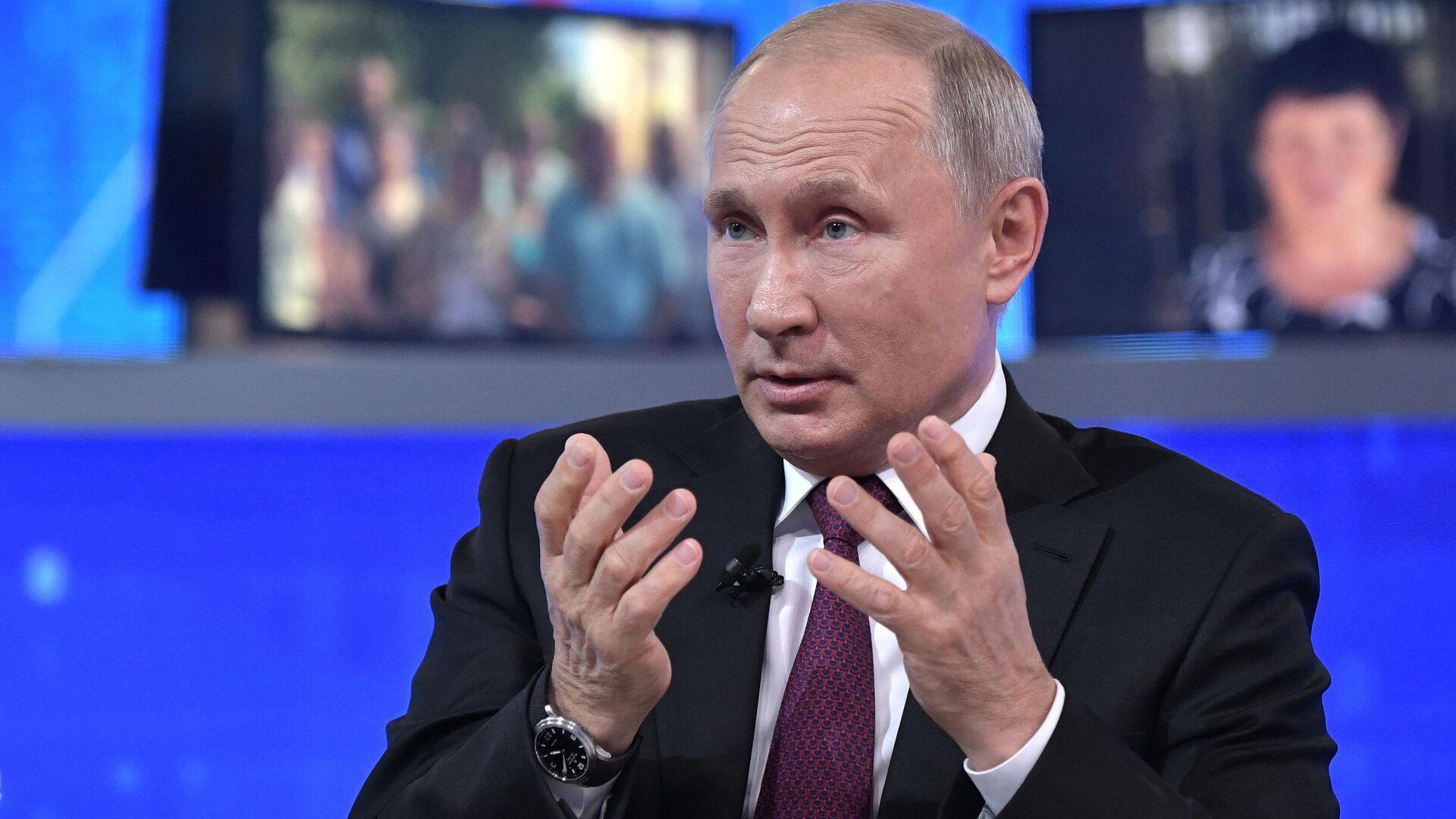 Президент РФ Владимир Путин отвечает на вопросы россиян во время ежегодной прямой линии - РИА Новости, 1920, 25.06.2021