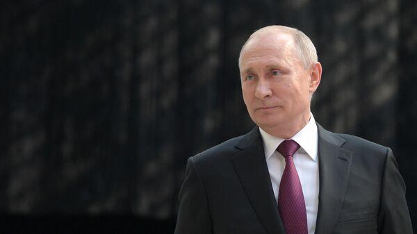 Президент РФ Владимир Путин отвечает на вопросы журналистов после ежегодной прямой линии