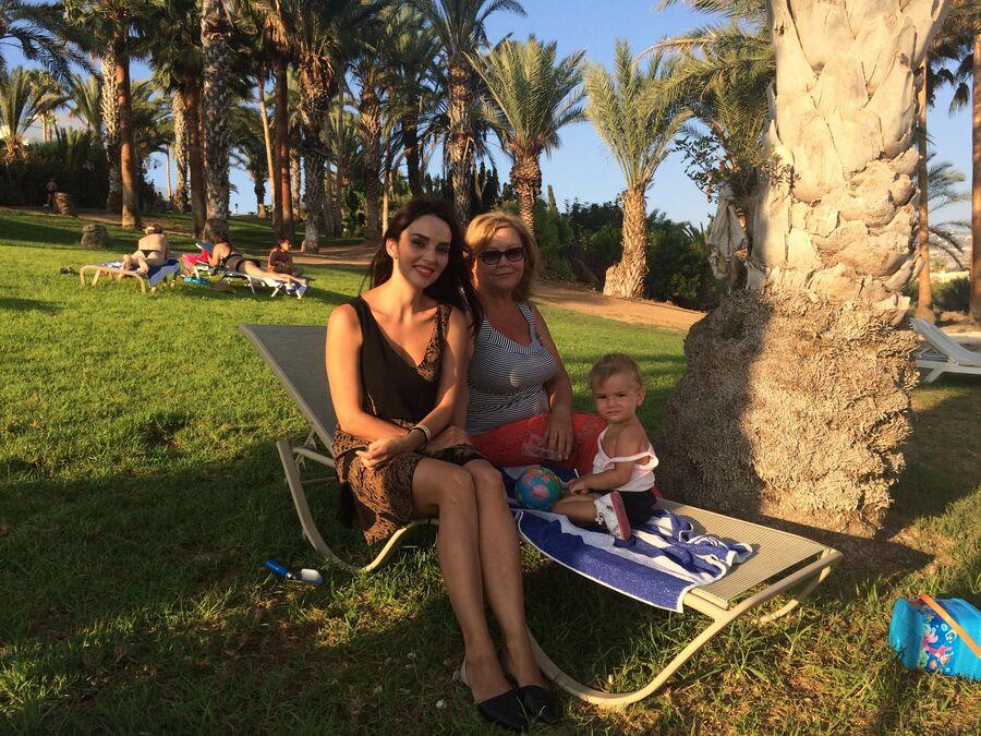 Кипр. Юлия Зимина с мамой Зоей Григорьевной и дочкой Симой