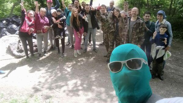 Чистомен с командой единомышленников на уборке территории