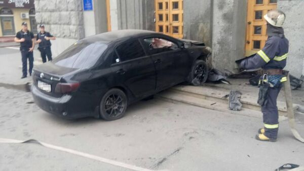 Автомобиль Toyota врезался в здание горсовета в Харькове, Украина. 23 июня 2019