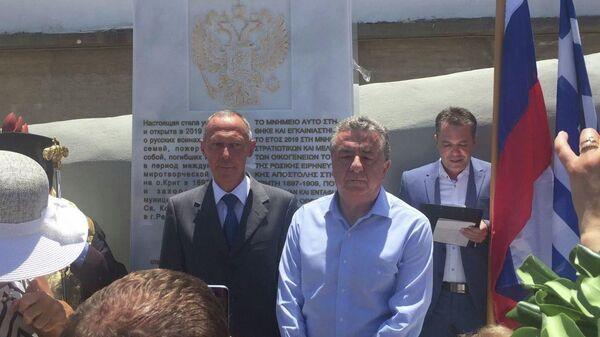 Посол РФ Маслов и губернатор Крита Ставрос Арнаутакис открытии памятника русским морякам в Ретимно, Греция. 23 июня 2019