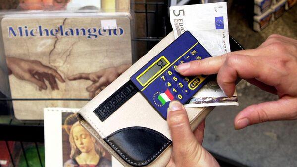 Женщина в магазине в центре Рима