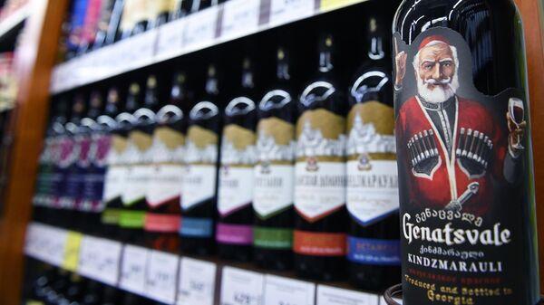 Грузинское вино Киндзмараули на полках магазина в Москве