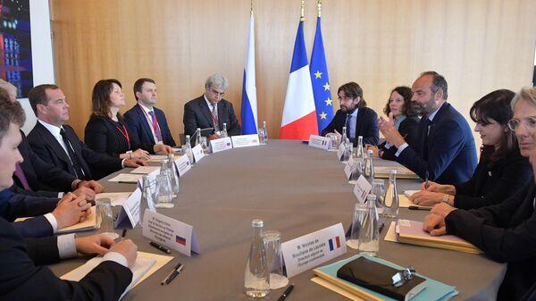LIVE: Пресс-конференция премьер-министров России и Франции