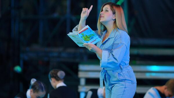 Актриса и телеведущая Анастасия Денисова