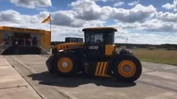 Британец разогнал трактор до 167 километров в час