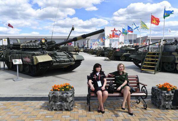 Военнослужащие на территории Конгрессно-выставочного центра Патриот, где открылся международный военно-технический форум Армия-2019