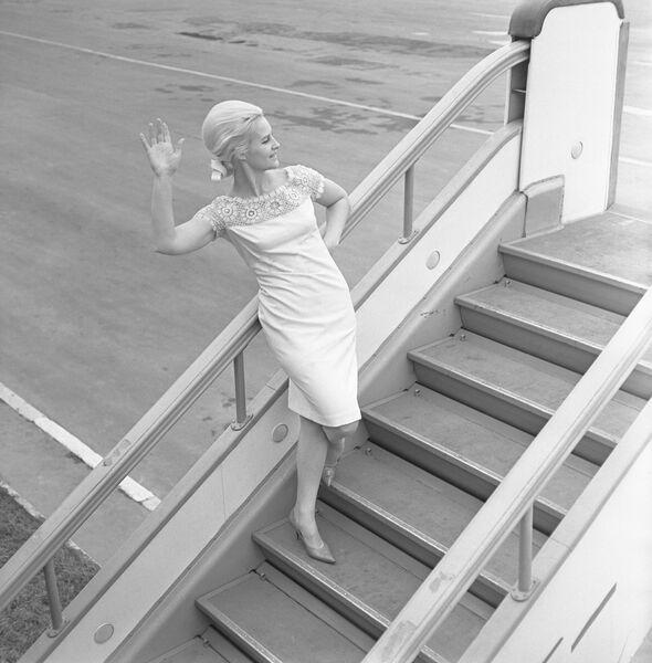 Коллекция женской одежды Весна-лето 1966 года. Летнее платье (продукция Рижской швейной фабрики Ригас апгербс)