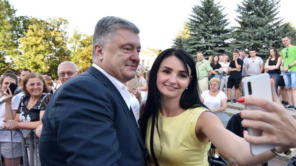 Бывший президент Украины, лидер партии Европейская солидарность Петр Порошенко на предвыборном митинге в Стрые