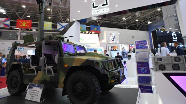 Специальная боевая разведывательная машина (СБРМ) у стенда корпорации Ростех на Международном военно-техническом форуме Армия-2019