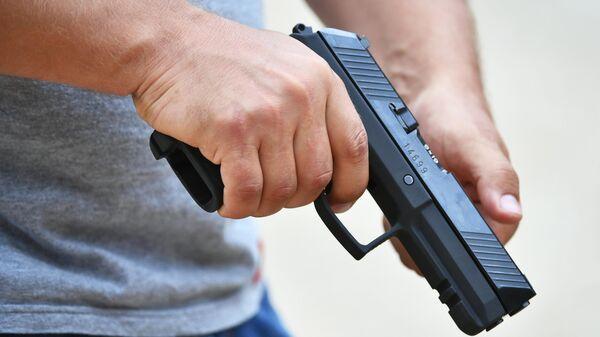 Демонстрация самозарядного пистолета Удав на полигоне АО ЦНИИточмаш в Московской области