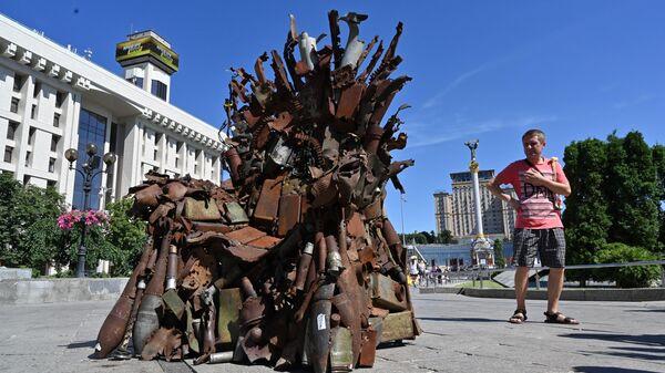 Железный трон украинского востока на Майдане Незалежности в Киеве, Украина