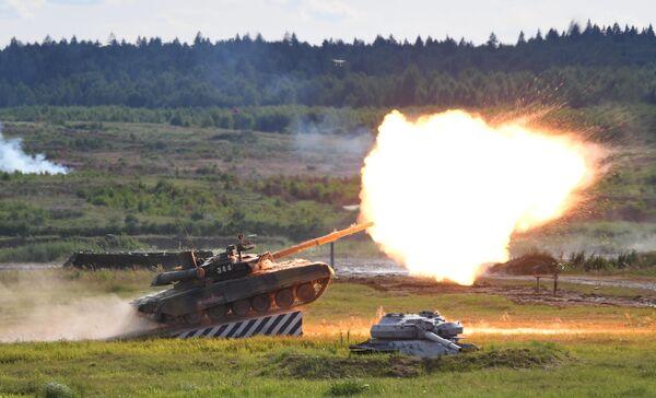 Танк Т-90А во время динамического показа современных и перспективных образцов вооружений, военной и специальной техникина  V Международном военно-техническом форуме Армия-2019