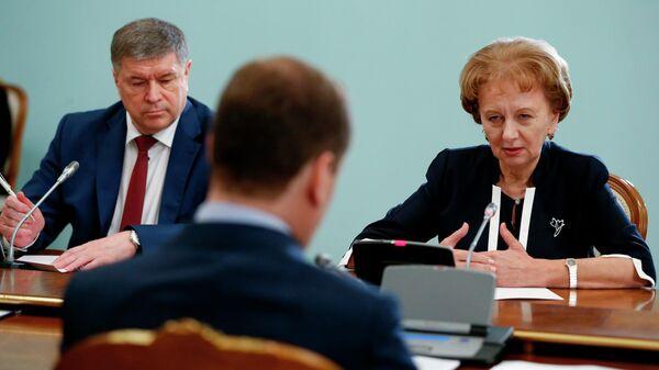 Председатель правительства РФ Дмитрий Медведев и председатель парламента Молдавии Зинаида Гречаный во время встречи. 27 июня 2019
