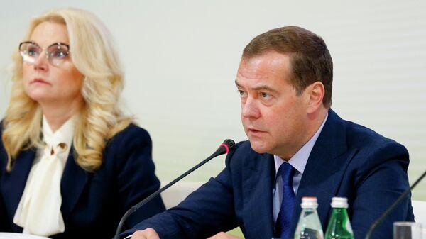Председатель правительства РФ Дмитрий Медведев проводит совещание  Совета при правительстве РФ по вопросам попечительства в социальной сфере, которое проходит на площадке Московского эндокринного завода.  27 июня 2019