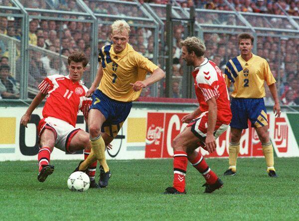 Игровой момент матча Дания - Швеция на ЕВРО-1992