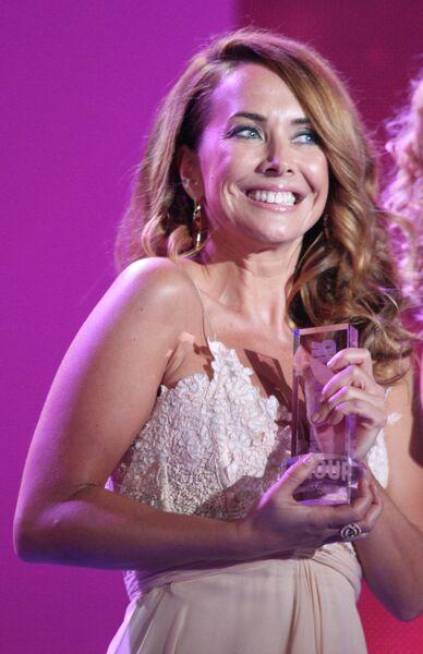 Певица Жанна Фриске, удостоенная премии Женщина года Glamour 2009 в номинации Певица года, во время торжественной церемонии вручения в Московском драматическом театре имени М.Н.Ермоловой