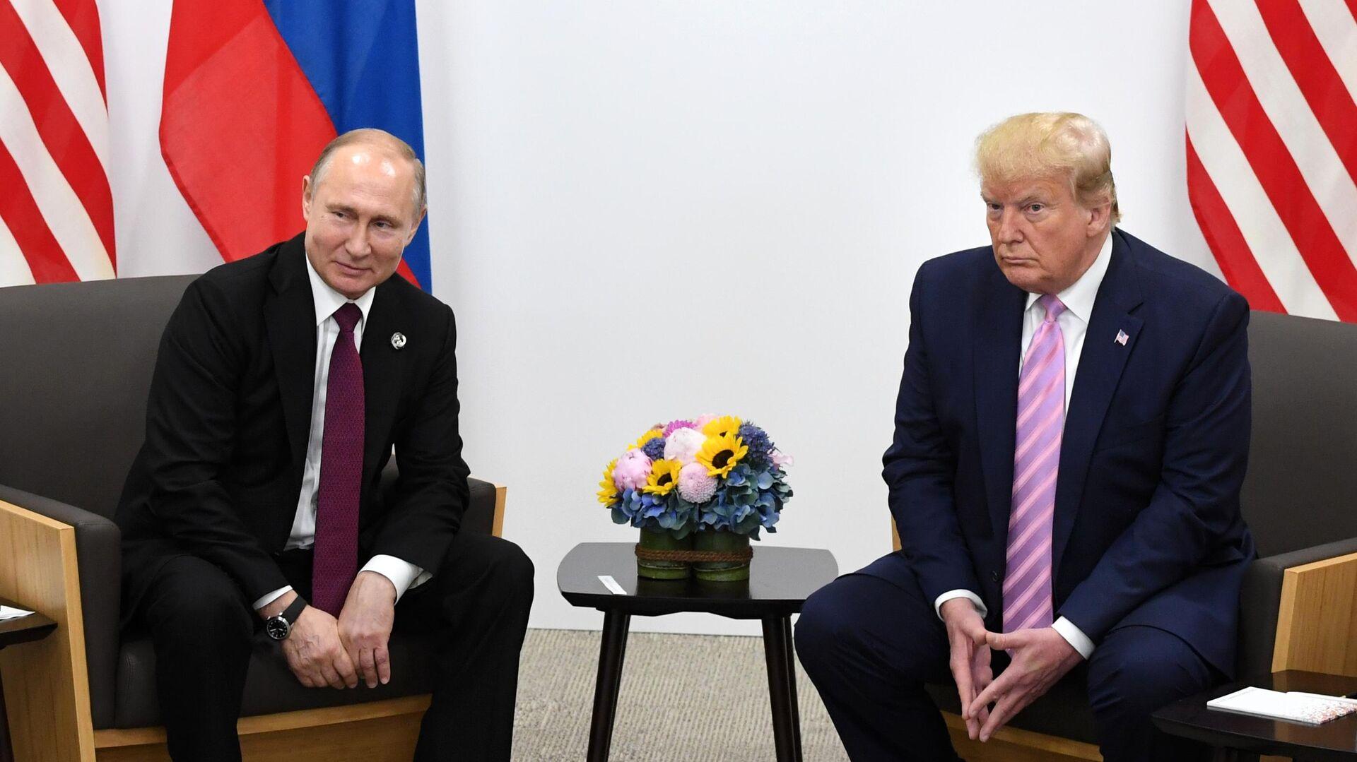 Президент РФ Владимир Путин и президент США Дональд Трамп во время встречи на полях саммита Группы двадцати в Осаке. 28 июня 2019 - РИА Новости, 1920, 15.09.2020