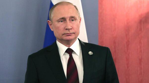 Президент РФ Владимир Путин перед встречей с президентом Республики Корея Мун Чжэ Ином на полях саммита Группы двадцати в Осаке.29 июня 2019