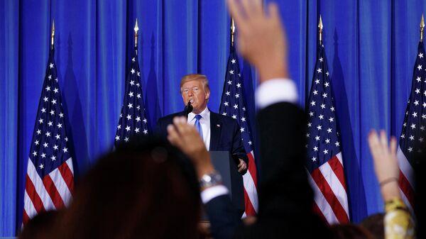 Президент США Дональд Трамп выступает во время пресс-конференции в Осаке, Япония