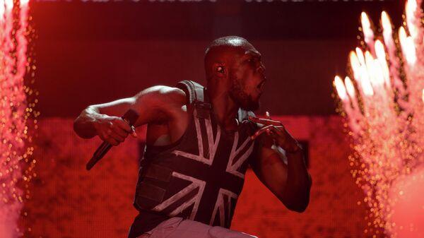 Британский рэпер Stormzy, выступает на сцене Пирамида в третий день фестиваля Гластонбери. 28 июня 2019