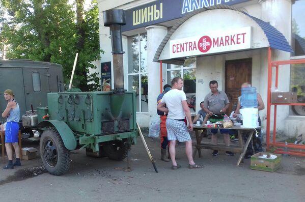 Полевая кухня для жителей подтопленного города Тулуна