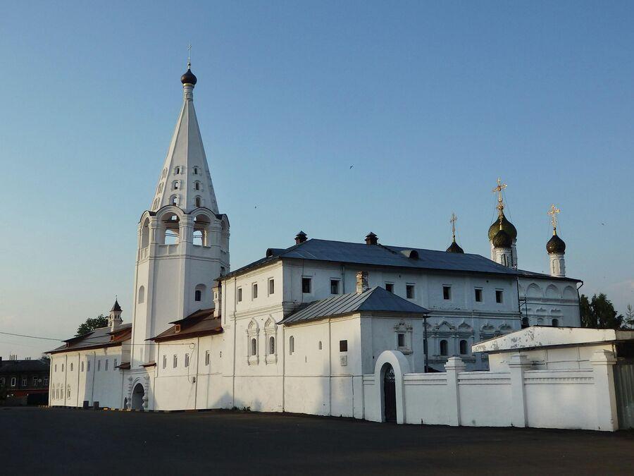 Сретенский монастырь и дом Ширяевых