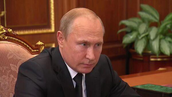 Президент РФ Владимир Путин и министр обороны РФ Сергей Шойгу во время встречи. 2 июля 2019
