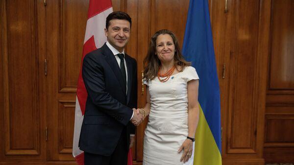 Президент Украины Владимир Зеленский и глава МИД Канады Христя Фриланд во время встречи в Торонто. 2 июля 2019