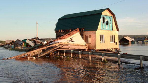 Волонтеры помогают ликвидировать последствия паводка в Иркутской области
