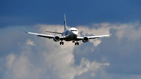 Cамолет Boeing 737 авиакомпании UTair заходит на посадку в аэропорту Внуково