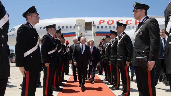 Президент РФ Владимир Путин во время встречи в аэропорту Фьюмичино города Рима. 4 июля 2019