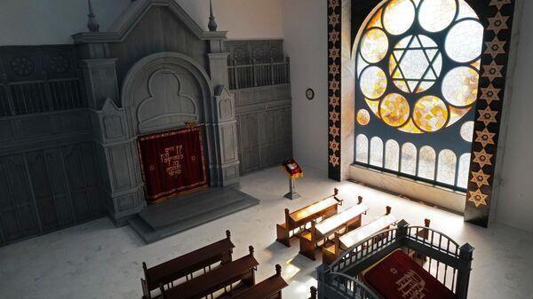 Молельный зал новой синагоги, построенной в Калининграде на месте разрушенной в Хрустальную ночь 1938 года