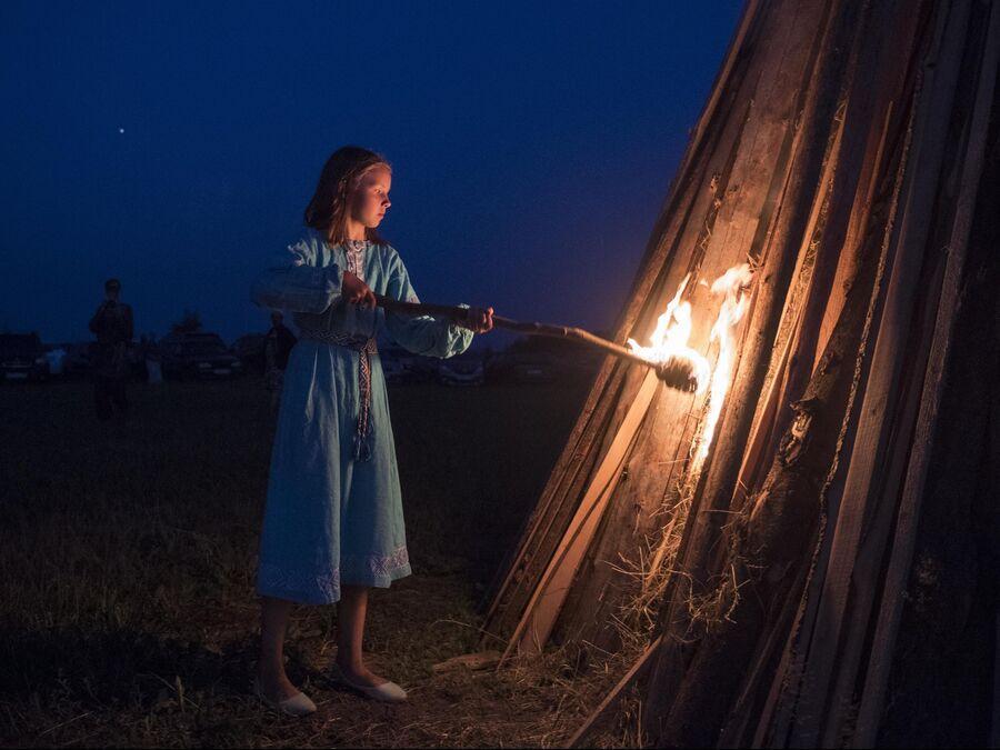 Участница празднования Купалы в общине родноверов в Калужской области