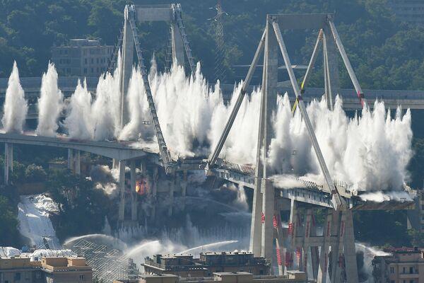 Подрыв оставшихся частей моста Моранди в Генуе