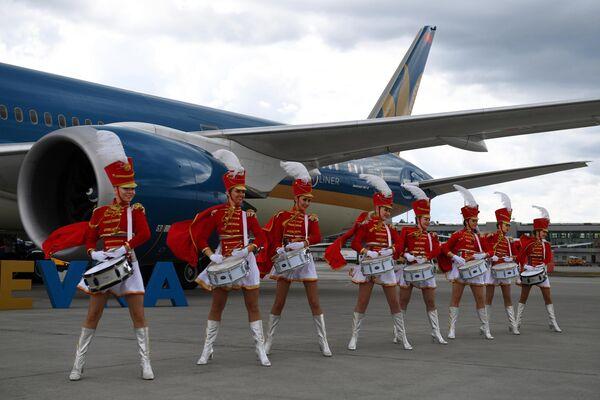 Торжественная встреча самолета авиакомпании Vietnam Airlines в Международном аэропорту Шереметьево
