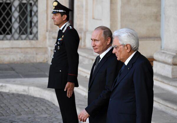 Президент РФ Владимир Путин и президент Итальянской Республики Серджо Маттарелла на церемонии официальной встречи в Риме. 4 июля 2019