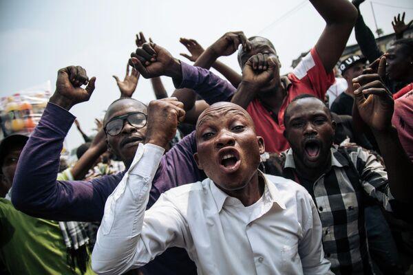 Сторонники бывшего кандидата оппозиции Ламука Мартина Файулю во время акции протеста в Киншасе