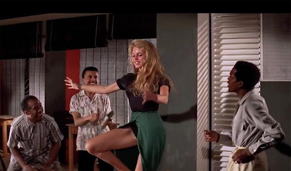 Кадр из фильма И Бог создал женщину