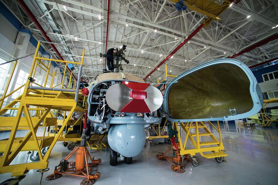 Антенна радиолокационной станции разведывательно-ударного вертолета Ка-52 'Аллигатор'