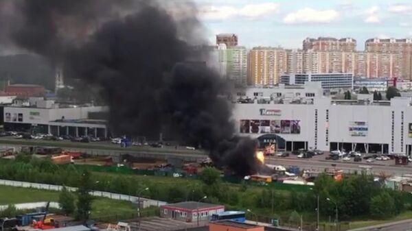 Пожар около ТРЦ Новомосковский