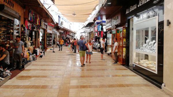 Бодрум, торговая улица в центре закрыта тканью от солнечных лучей