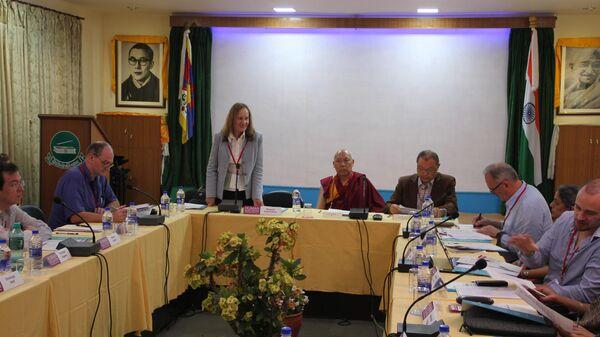 Первая Международная конференция Образование человека в 3-м тысячелетии в Дхарамсале, в Библиотеке тибетских трудов и архивов.