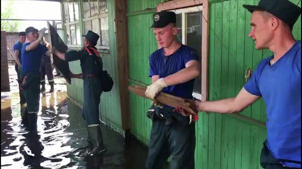 В Иркутской области военные дезинфицировали 50 соцобъектов и домов