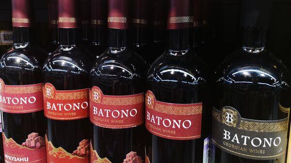 Вино Батоно на полке супермаркета