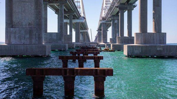 Демонтаж рабочих мостов Крымского моста